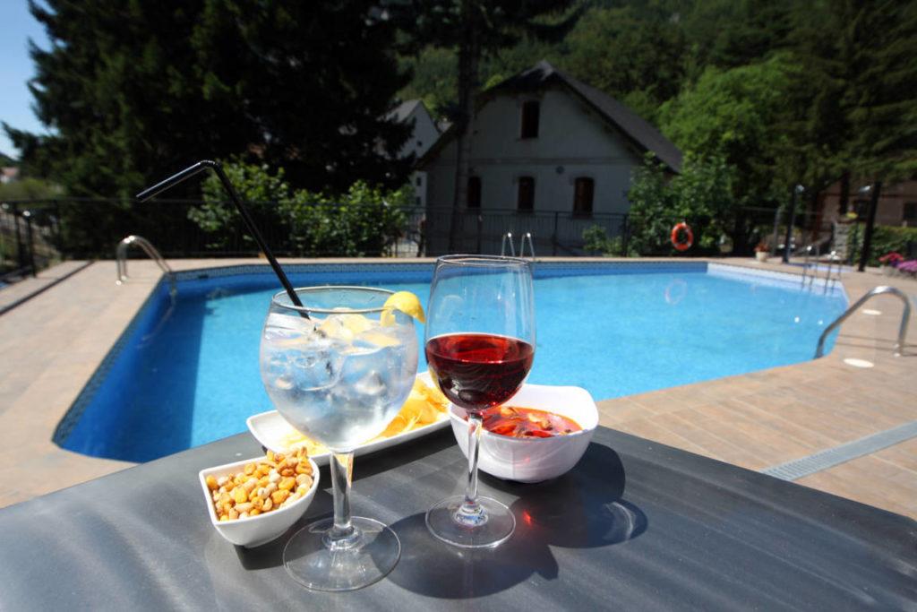 hotel con piscina en el pirineo aragones